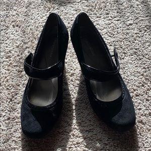 Naturalizer black suede shoes